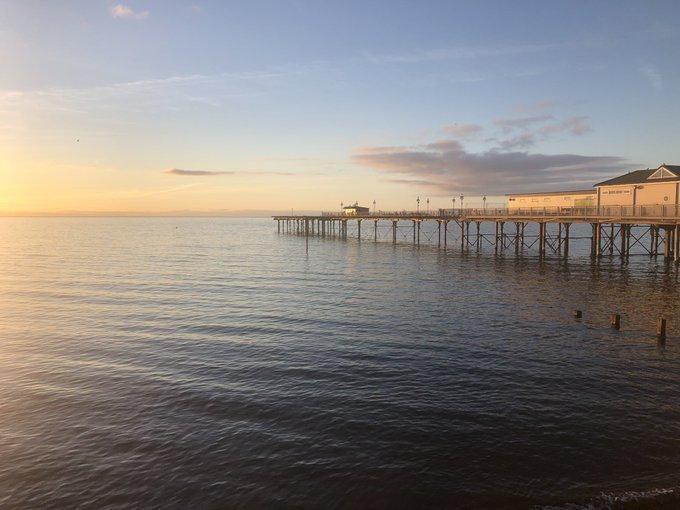 Early sunshine on @TeignmouthPier @MandyPearse on Twitter