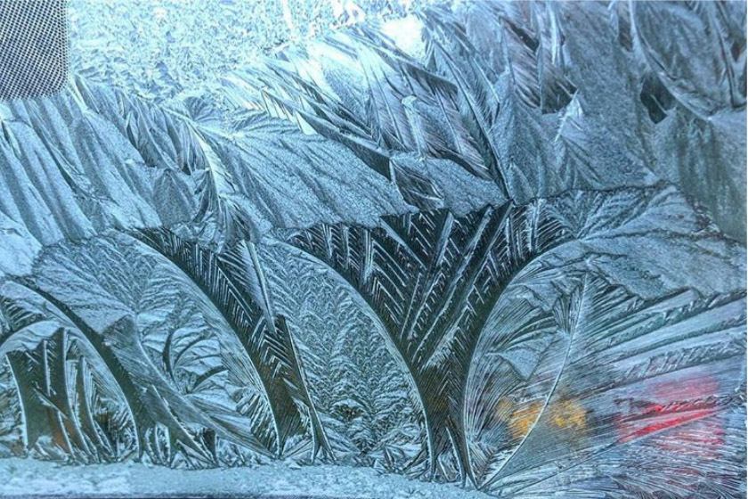 At least my windscreen looked pretty this morning ❄️ @emmabowers1